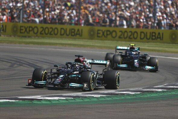 Lewis Hamilton und Valtteri Bottas mussten in Silverstone ihre Positionen tauschen. - Foto: LAT Images