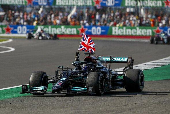 Lewis Hamilton hat beim Formel-1-Rennen in Silverstone seinen vierten Saisonsieg gefeiert - Foto: LAT Images