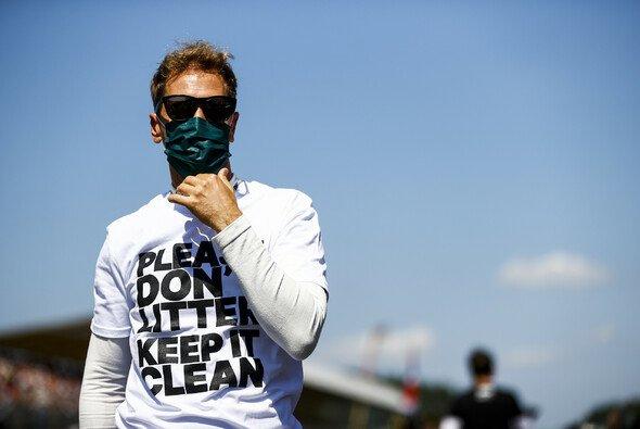 Sebastian Vettel vor dem Start in Silverstone - Foto: LAT Images