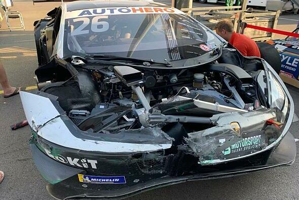 Der zerstörte T3-Lamborghini von Esmee Hawkey am Lausitzring - Foto: Motorsport-Magazin.com