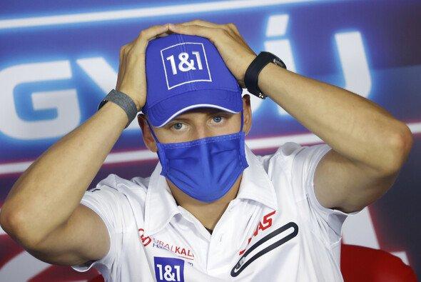 Mick Schumacher bewertet seine erste Saisonhälfte in der Formel 1 selbstkritisch - Foto: LAT Images