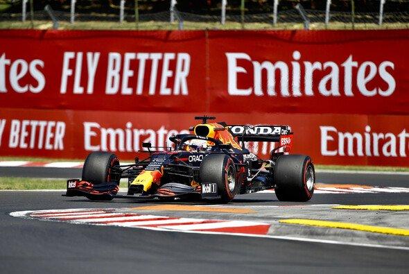 Heute in Ungarn geht das Duell Mercedes vs. Red Bull weiter - Foto: LAT Images