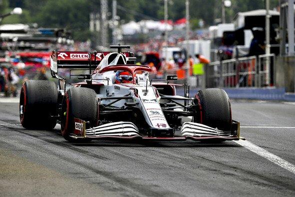 Kimi Räikkönen und Alfa Romeo kamen in Ungarn Strafen teuer zu stehen - Foto: LAT Images