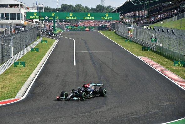 Lewis Hamilton startete ganz alleine aus der Startaufstellung - Foto: LAT Images