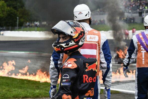 Diese Bilder des von Dani Pedrosa verursachten Feuer-Unfalls gingen um die Welt - Foto: LAT Images