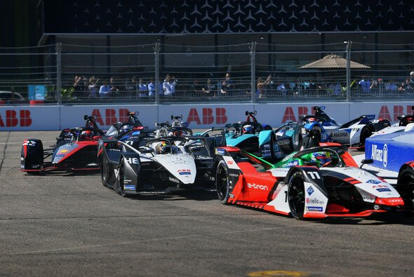 Lucas di Grassi gewinnt das Samstagsrennen der Formel E in Berlin - Foto: LAT Images