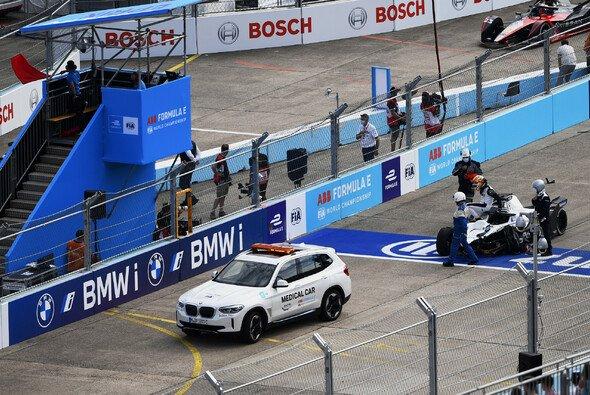 Crash-Finale in Berlin - Nyck de Vries ist Weltmeister 2021 - Foto: LAT Images