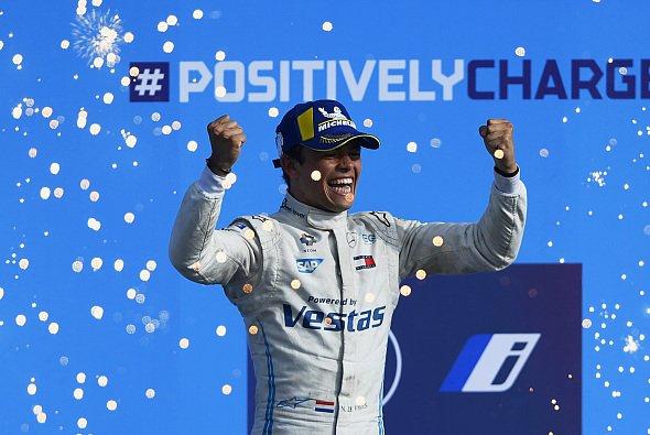 Nyck de Vries ist mit 26 Jahren der bislang jüngste Champion der Formel E - Foto: LAT Images