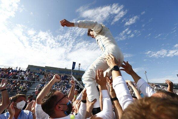 Nyck de Vries feierte in Berlin des Gewinn des WM-Titels in der Formel E - Foto: LAT Images