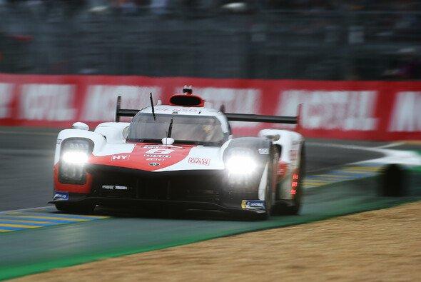 Doppelpole für Toyota an der Sarthe. - Foto: LAT Images