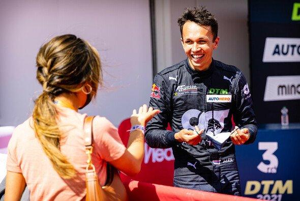 Alex Albon feierte in der DTM 2021 bereits einen Sieg - Foto: LAT Images