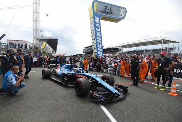 Fernando Alonso umrundete die legendäre Rennstrecke in Le Mans mit dem Formel-1-Auto - Foto: LAT Images