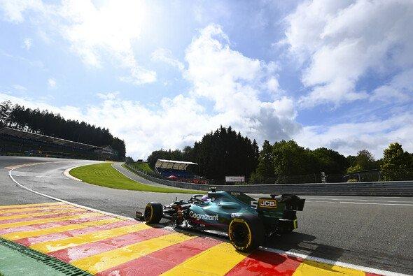 Sebastian Vettel wittert in Belgien eine Chance, sich zumindest etwas für sein verlorenes Ungarn-Podium zu entschädigen - Foto: LAT Images