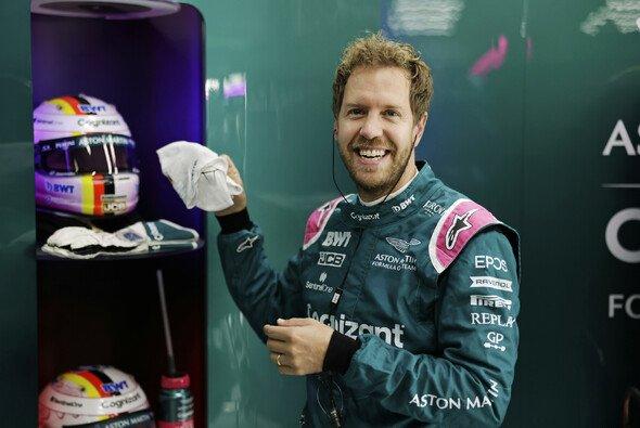 Sebastian Vettel macht weiter: Auch 2022 geht er für Aston Martin in der Formel 1 an den Start - Foto: LAT Images