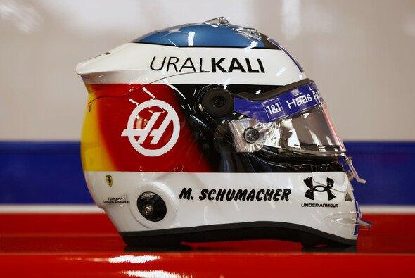 Mick Schumacher könnte sich an das Helmdesign von Vater Michael Schumacher gewöhnen - Foto: Haas F1 Team