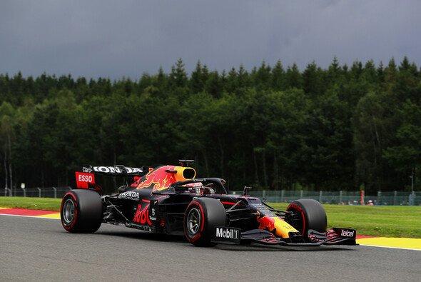 Max Verstappen sicherte Red Bull im 2. Freien Training der Formel 1 in Spa-Francorchamps die Bestzeit - Foto: LAT Images