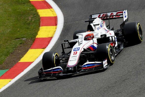 Nikita Mazepin setzte sich in den Formel-1-Trainings in Spa-Francorchamps gegen Mick Schumacher durch - Foto: LAT Images