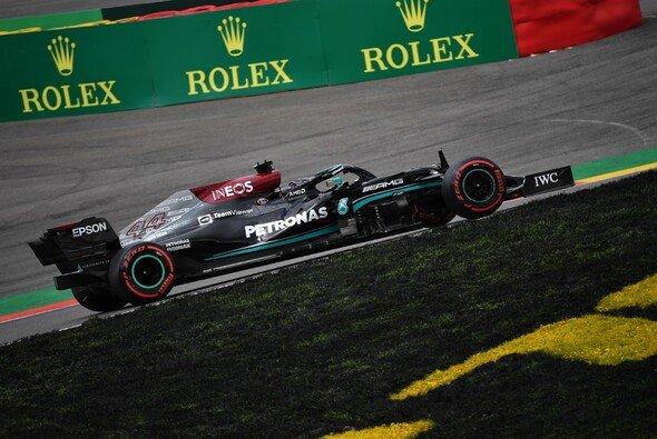 Mercedes präsentierte sich in Spa am Freitag zugleich stark und schwach - Foto: LAT Images