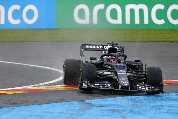 Yuki Tsunoda befindet sich im Formel-1-Debütjahr zu oft auf Abwegen - Foto: LAT Images