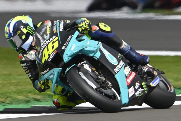 Valentino Rossi präsentiert sich in Silverstone stark - Foto: LAT Images