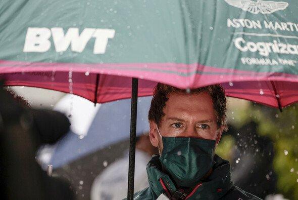 Sebastian Vettel spricht nach dem Qualifying Klartext: Q3 hätte nicht starten dürfen - Foto: LAT Images