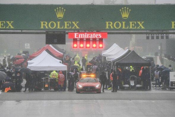 Zeltdorf statt Startaufstellung: Der Belgien-GP 2021 wurde zu einer Farce. - Foto: LAT Images
