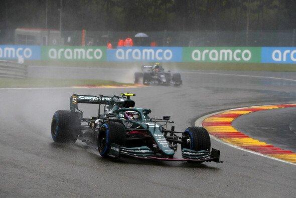 Sebastian Vettel schlich im Regen von Spa zum fünften Platz - Foto: LAT Images