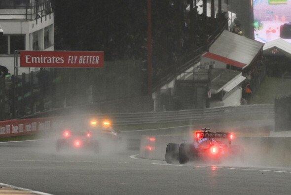 Gerhard Berger kann den Abbruch des GPs von Belgien nicht nachvollziehen. - Foto: LAT Images