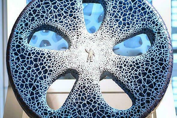 Michelin stellt auf der IAA in München einen Reifen vor, der aus recycelten PET-Flaschen hergestellt wird - Foto: Michelin