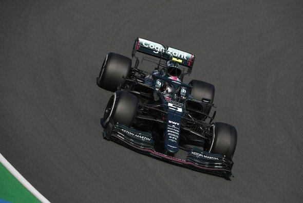 Sebastian Vettels Aston Martin sorgte für eine lange Rot-Phase im 1. Training in Zandvoort - Foto: LAT Images
