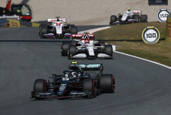 Sebastian Vettel drehte sich im Formel-1-Rennen in Zandvoort beim Angriff auf Robert Kubica - Foto: LAT Images