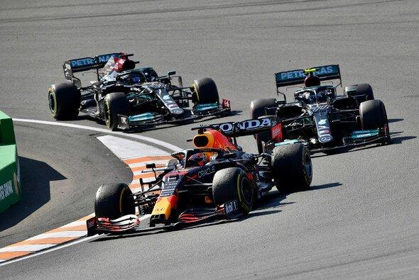 Verstappen gegen Mercedes: Valtteri Bottas spielt auch im Meme-Monday eine wichtige Rolle - Foto: LAT Images