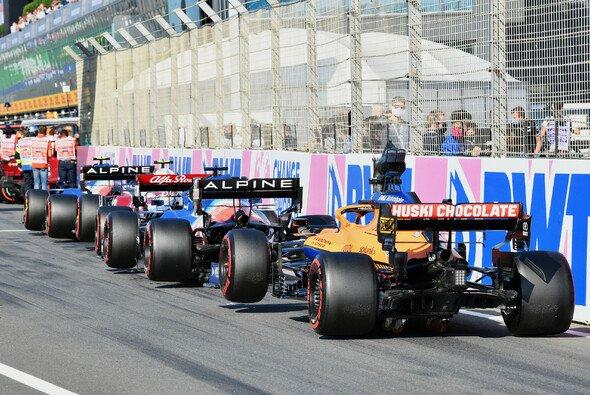 Stau in der Boxengasse: Beim F1-Qualifying in Zandvoort kein seltenes Bild - Foto: LAT Images