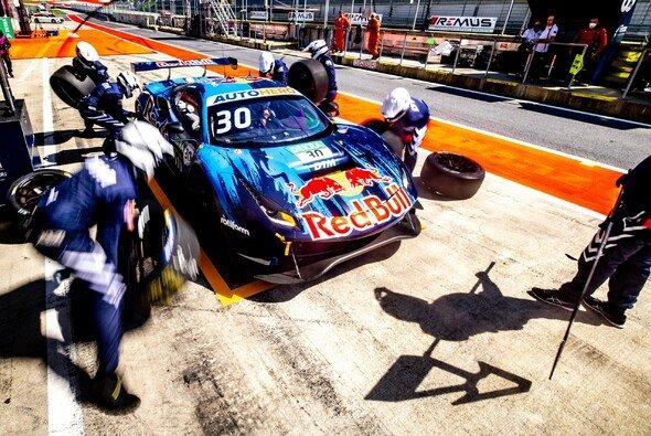 Es gibt Ärger um die Boxenstopp-Abläufe von Ferrari und Mercedes - Foto: DTM