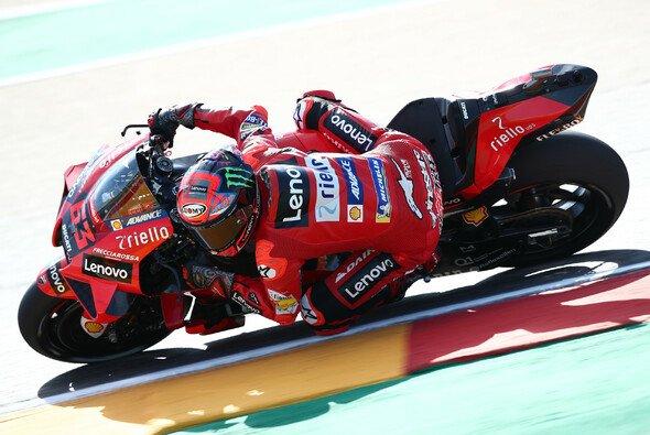 Francesco Bagnaia seht in Aragon auf der Pole Position - Foto: LAT Images