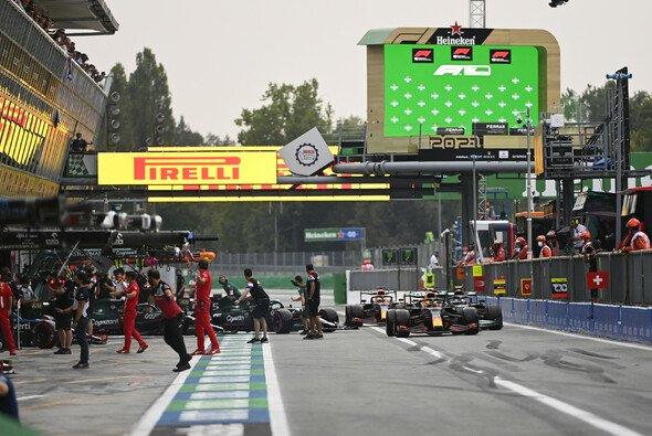 Die Boxengasse wurde im Monza-Qualifying fast zum Unfallort - Foto: LAT Images