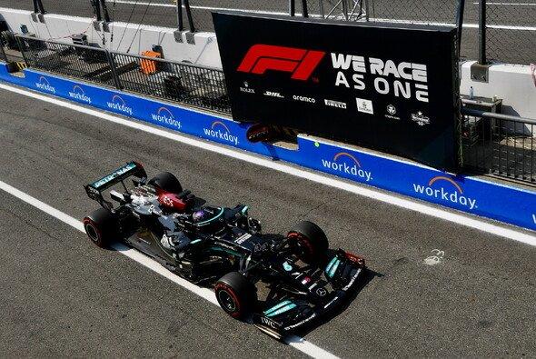 Lewis Hamilton prophezeit Max Verstappen beim Formel-1-Rennen in Monza einen einfachen Sieg - Foto: LAT Images