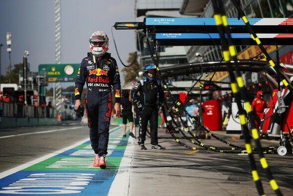 Max Verstappen wird beim nächsten Formel-1-Rennen um drei Startplätze strafversetzt - Foto: LAT Images