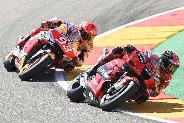 Marquez blieb Bagnaia bis zur letzten Runde auf den Fersen - Foto: LAT Images