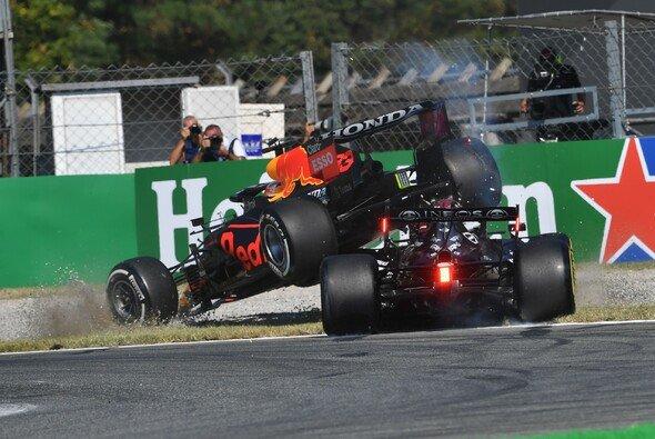 Fernando Alonso versteht den Wirbel um den Unfall zwischen Max Verstappen und Lewis Hamilton nicht - Foto: LAT Images