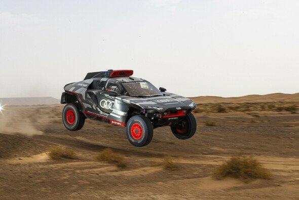 Zwei Wochen lang wurde der Audi RS Q e-tron in Marokko erprobt - Foto: Audi Communications Motorsport / Michael Kunkel