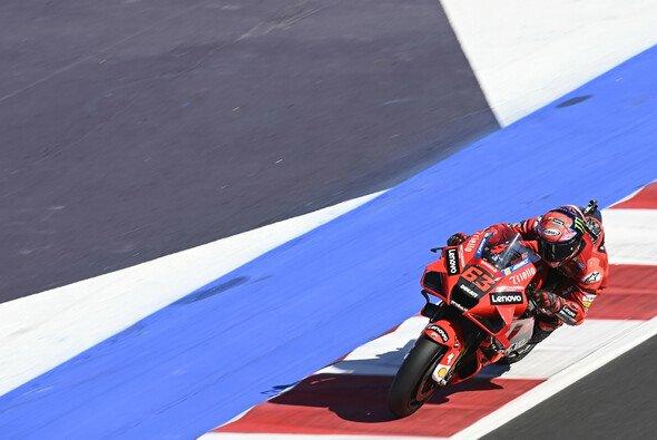 Pecco Bagnaia startet von der Pole Position - Foto: LAT Images