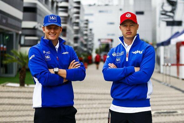 Mick Schumacher und Nikita Mazepin fahren auch 2022 in der Formel 1 für Haas - Foto: Haas F1 Team