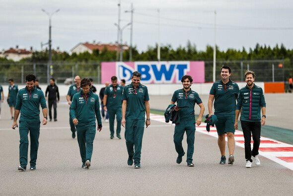 Sebastian Vettel und die Formel 1 kehren heute nach Sotschi zurück - Foto: LAT Images