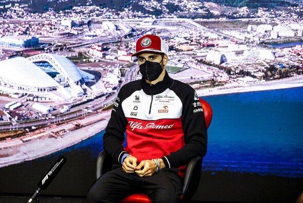 Antonio Giovinazzi musste in Sotschi erneut Fragen über seine Zukunft beantworten - Foto: LAT Images