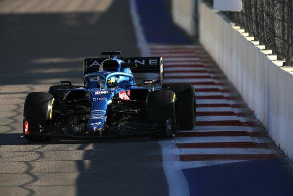 Fernando Alonso konnte in Sotschi kurze Zeit um das Podium kämpfen - Foto: LAT Images