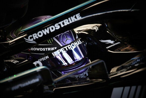 Lewis Hamilton will in Sotschi von der Strafe für WM-Rivale Max Verstappen profitieren - Foto: LAT Images