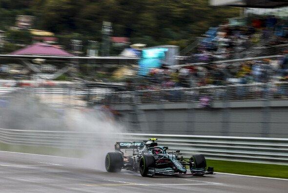 Sebastian Vettel vergab im Regen von Sotschi eine Chance auf ein Top-Ergebnis - Foto: LAT Images
