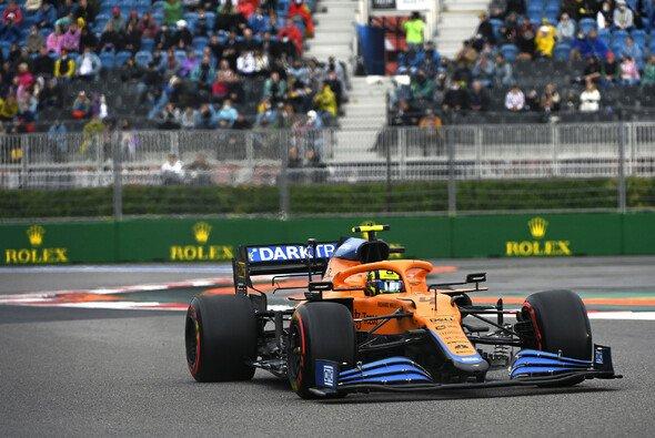 Lando Norris rast in Russland zu seiner ersten Pole Position in der Formel 1 - Foto: LAT Images