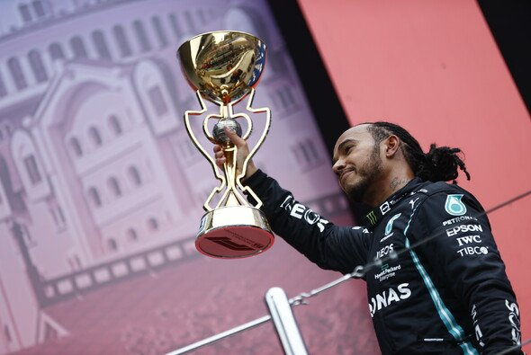 Lewis Hamilton durchbrach in Russland mit seinem 100. Sieg die nächste Schallmauer in der Formel 1 - Foto: LAT Images
